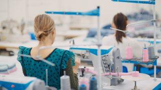 縫製工場に依頼するときの流れとは?縫製工場の探し方も合わせてご紹介。